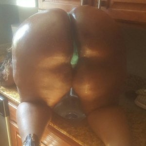 Naurine escort girl in Glens Falls
