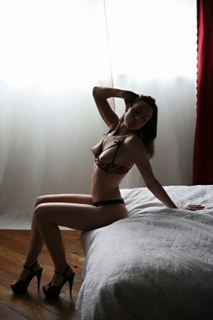 Malyah escort girl in Franklin Lakes