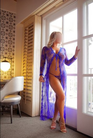 Ana-bela escort girl